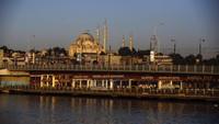 Turki pun jadi salah satu negara yang disebut akan membuka kembali pintunya sebelum akhir tahun 2020 ini. Menurut Menteri Kebudayaan dan Pariwisata Turki, Mehmet Nuri Ersoy, ia punya rencana untuk segera menarik wisatawan (AP Photo/Emrah Gurel)