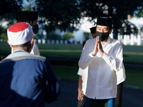 Jokowi salat Id di Istana Bogor bersama keluarga. (Foto: Biro Pers, Media dan Informasi Sekretariat Presiden)