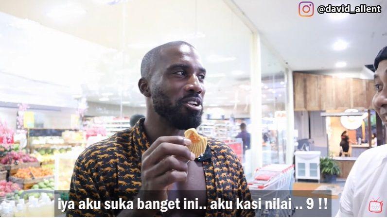 Komentar bule di Bali tentang kue lebaran