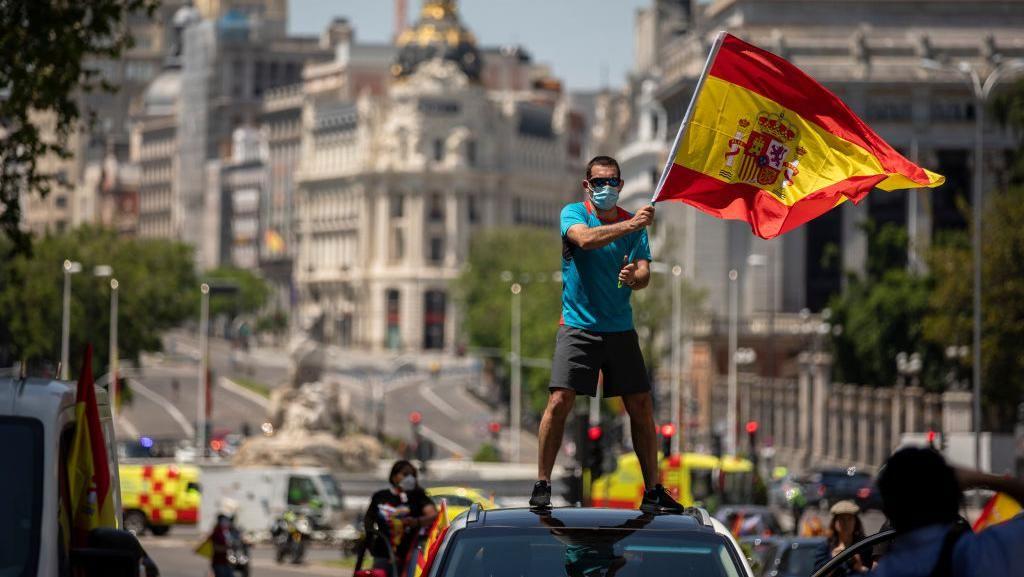 Warga Spanyol Turun ke Jalan Protes Lockdown