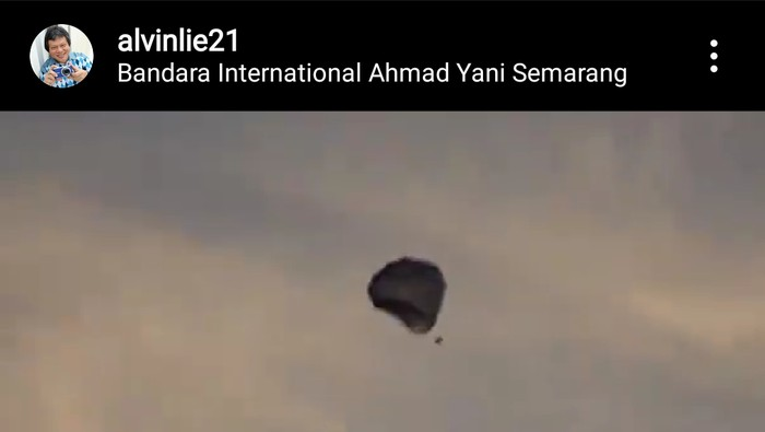Balon udara juga jatuh di kawasan Bandara Jenderal Ahmad Yani, Semarang, Senin (25/5/2020).