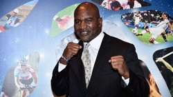 Holyfield Makin Ngeri di Latihan, Tyson Siap?