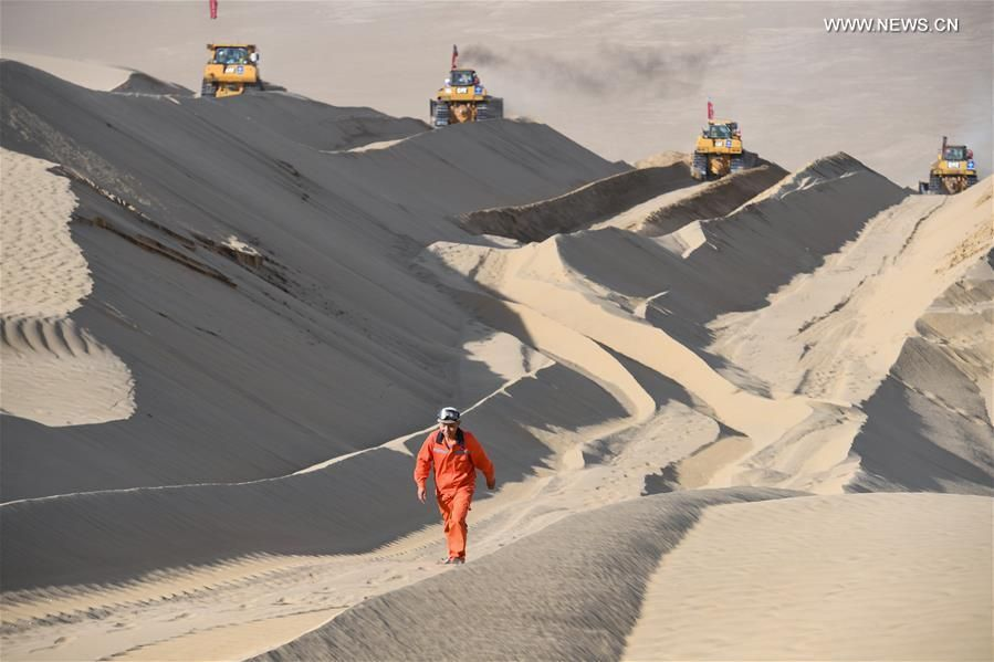 Keren Banget! China Bangun Jalan Raya di Tengah Gurun Pasir