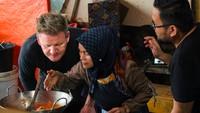 Gordon Ramsay Alami Banyak Peristiwa Kocak di Sumatera Barat