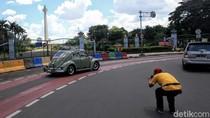 Monas Tutup, Pengunjung Cuma Foto-foto dari Balik Pagar