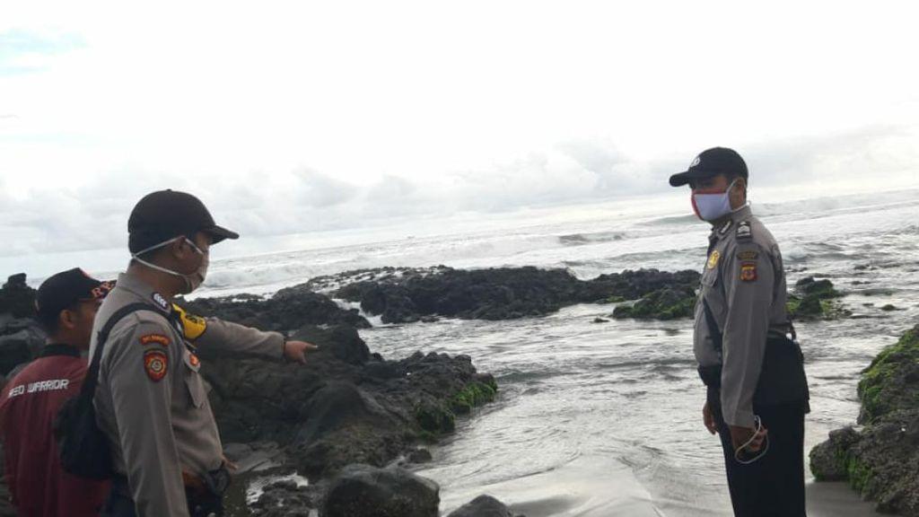 Dua Wisatawan Pantai Jayanti Nyaris Tenggelam Terseret Ombak