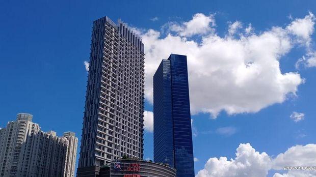 Langit cerah Jakarta saat Idul Fitri 2020.