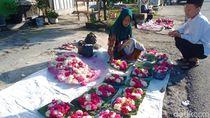 Meski Sepi, Pedagang Bunga Ziarah Asal Boyolali Tetap Jualan Sampai Klaten