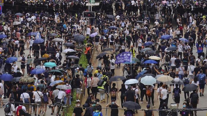 Para pengunjuk rasa di Hong Kong pemrotes RUU Keamanan yang diusulkan China kembali berdemo. Aksi demonstrasi ini kembali ricuh.