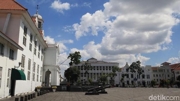 Imbas pandemi yang merebak, pemerintah langsung menutup sejumlah loksai wisata di Ibu Kota, termasuk Kota Tua.