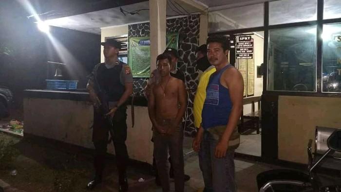Aparat Polres Dompu menangkap pelajar yang menebarkan ujaran kebencian dan ancaman kepada Polri via Facebook (dok. Istimewa)