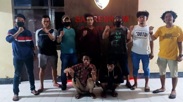 Polres Dompu menangkap 2 orang lain terkait kasus pelajar F menyebarkan hate speech dan mengancam menembak polisi (dok. Istimewa)
