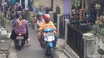 Disekat Petugas, Pemotor Malah Lewat Jalur Tikus Demi Ke Palabuhanratu