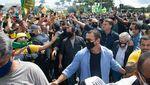 Momen Presiden Brasil Ikut Demo Tanpa Memakai Masker