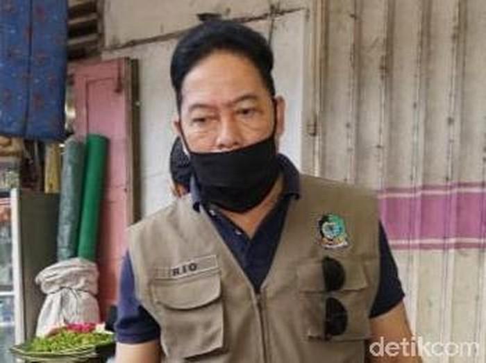 Pasien positif Corona di Banyuwangi bertambah satu menjadi enam orang. Pasien 06 ini ber-KTP Surabaya namun bertugas di Banyuwangi.