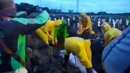 Viral Video Driver Ojol Mendekat Saat Rekannya Dimakamkan Sesuai Protap Corona