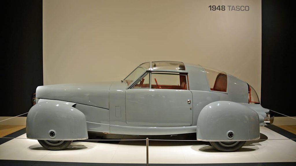 Mobil Klasik Ini Punya Desain Pesawat Tempur