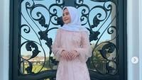 Prilly Latuconsina tampil cantik menawan saat merayakan Hari Raya Idul Fitri.Dok. Instagram/prillylatuconsina