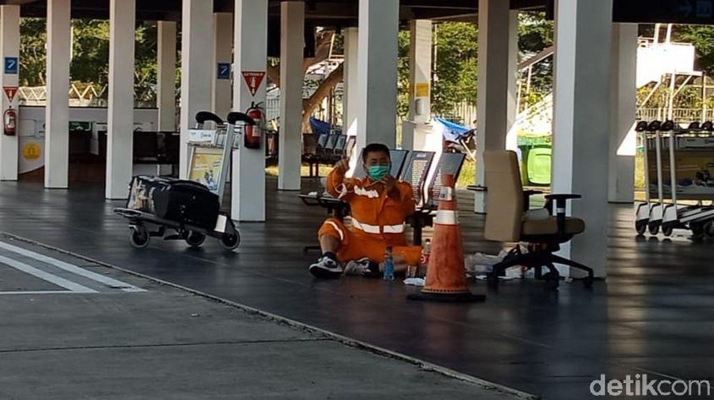 Enggan Balik ke Jember, TKA China yang Ngambek Bertahan di Bandara Banyuwangi