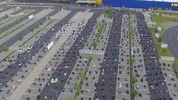 Kisah Toleransi di Jerman, Ikea Izinkan Jemaah Salat Id di Parkiran