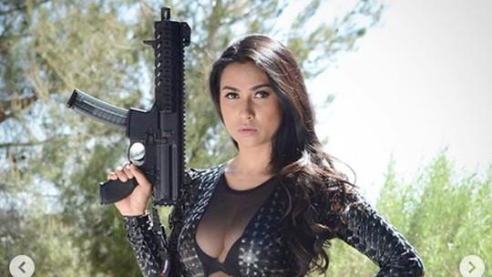 Dor! Gaya Seksi Uli Auliani yang Disebut Cocok Jadi Bond Girl