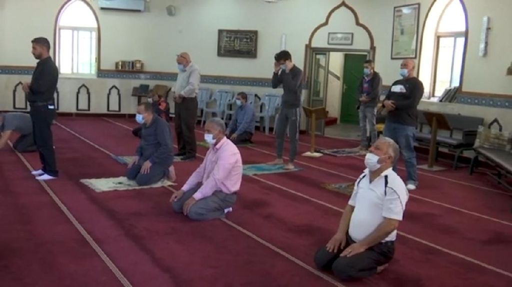 Masjid Dibuka, Warga Palestina Bahagia