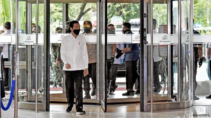 Presiden Jokowi saat meninjau persiapan new normal di Summarecon Mall Bekasi
