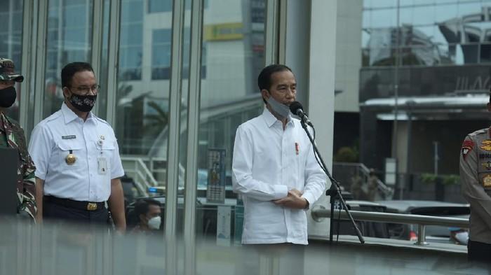Presiden Jokowi saat tinjau Stasiun MRT Bundaran HI. (Foto: Andhika/detikcom)