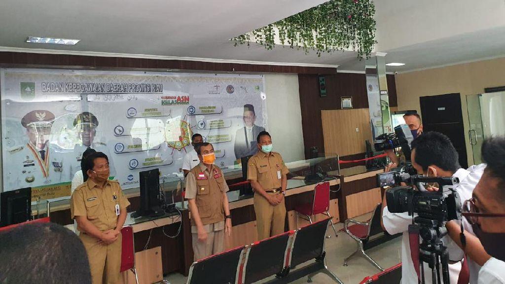 Hari Pertama Kerja, Gubernur Riau Cek Kehadiran ASN di Sejumlah Dinas
