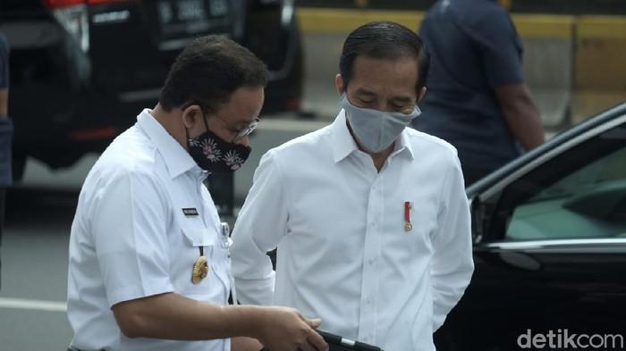 Presiden Jokowi bersama Anies Baswedan