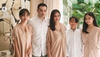 Baru-baru ini Cut Tary mengunggah foto keluarganya saat merayakan Hari Raya Idul Fitri. Dok. Instagram/cuttaryofficial