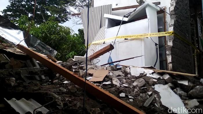 Ayah korban balita, Mahfudz menyebut Kapolsek yang menabrak rumahnya sempat mengelak bahwa ia yang mengendarai mobil tersebut.