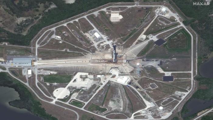 Kapsul Dragon Crew akan diterbangkan dengan dukungan roket Falcon 9. Misi berawak ini akan membawa dua astronaut ke ISS.
