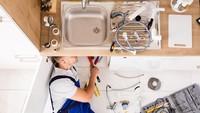 Gak Pakai Ribet, Ini 4 Tips Atasi Wastafel Dapur yang Mampet
