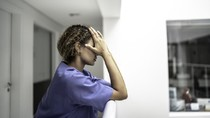 Kasihan, Perawat Dituduh Sebarkan Kuman karena Belanja Pakai Seragam