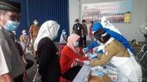 165 Buruh Pabrik dan Karyawan Swalayan di Bojonegoro Jalani Rapid Test