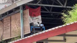 Polisi Periksa Warek Unhas Terkait Bendera Merah Putih Berlogo Palu Arit