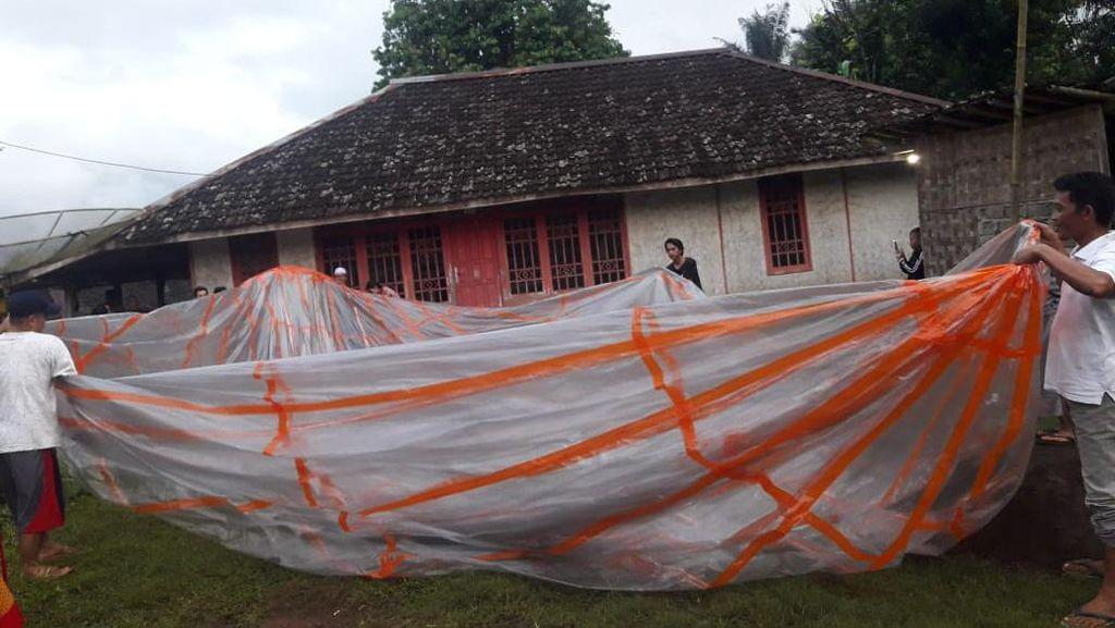 Polisi Telusuri Balon Udara Angkut Ratusan Petasan yang Jatuh di Cianjur