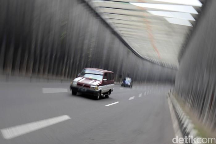 H+2 lebaran, arus lalu lintas di jalur selatan Lingkar Nagreg, Kabupaten Bandung, Jawa Barat, terpantau ramai lancar. Kendaraan berplat nomor Z mendominasi.