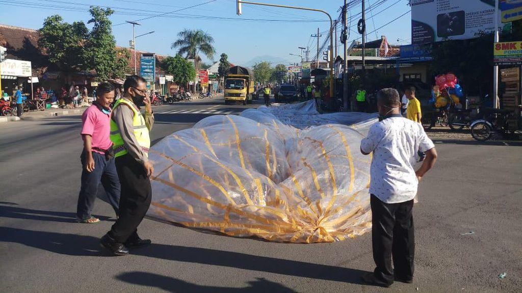 Polisi Amankan 87 Balon Udara di Ponorogo