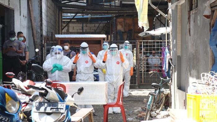 Timsus Polda Metro Jaya melakukan pemulasaraan jenazah COVID-19