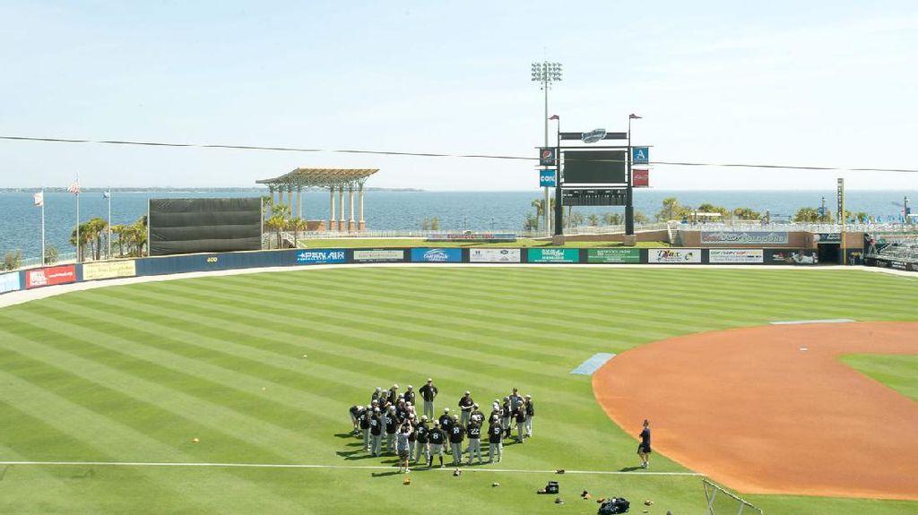 Perdana! Stadion Baseball Disewakan Jadi Penginapan Airbnb