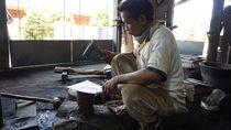 Lebih dari Setengah Abad Desa Ini Dikenal Sebagai Produsen Cangkul
