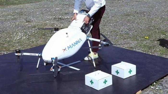 Drone kirim makanan ke lansia