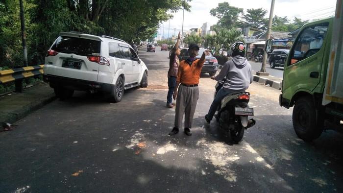 Eggi Sudjana mengalami kecelakaan mobil tunggal di Bogor