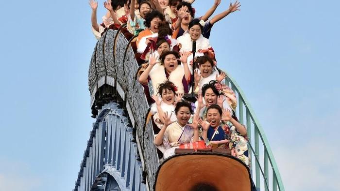 Naik rollercoaster di Jepang kini dilarang berteriak. Ini merupakan bagian dari era normal baru (AFP Photo)