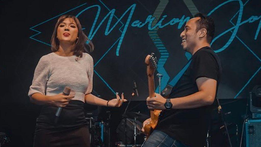 Marion Jola Lagi Kasmaran dengan Gitaris Dennis Talakua