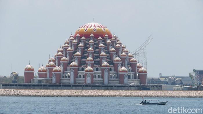 Masjid 99 Kubah Makassar (Noval-detikcom).