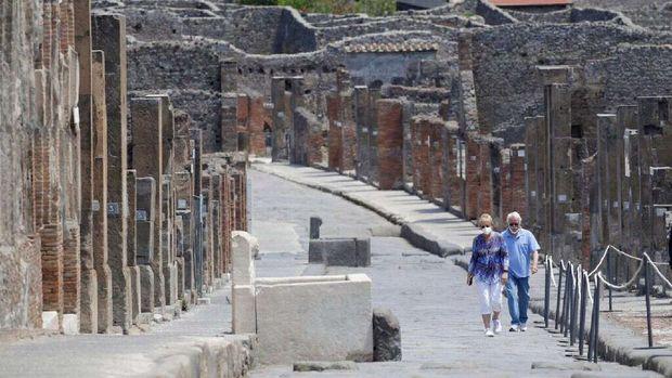 Turis stuck di Italia