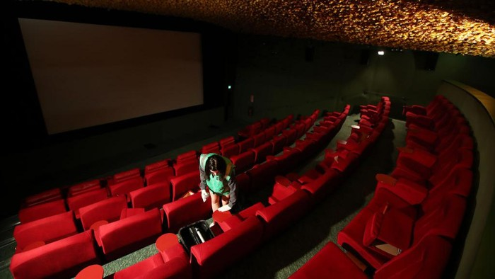 Bioskop di Aukland melakukan persiapan untuk kembali dibuka setelah Selandia Baru melakukan pelonggaran pembatasan COVID-19.